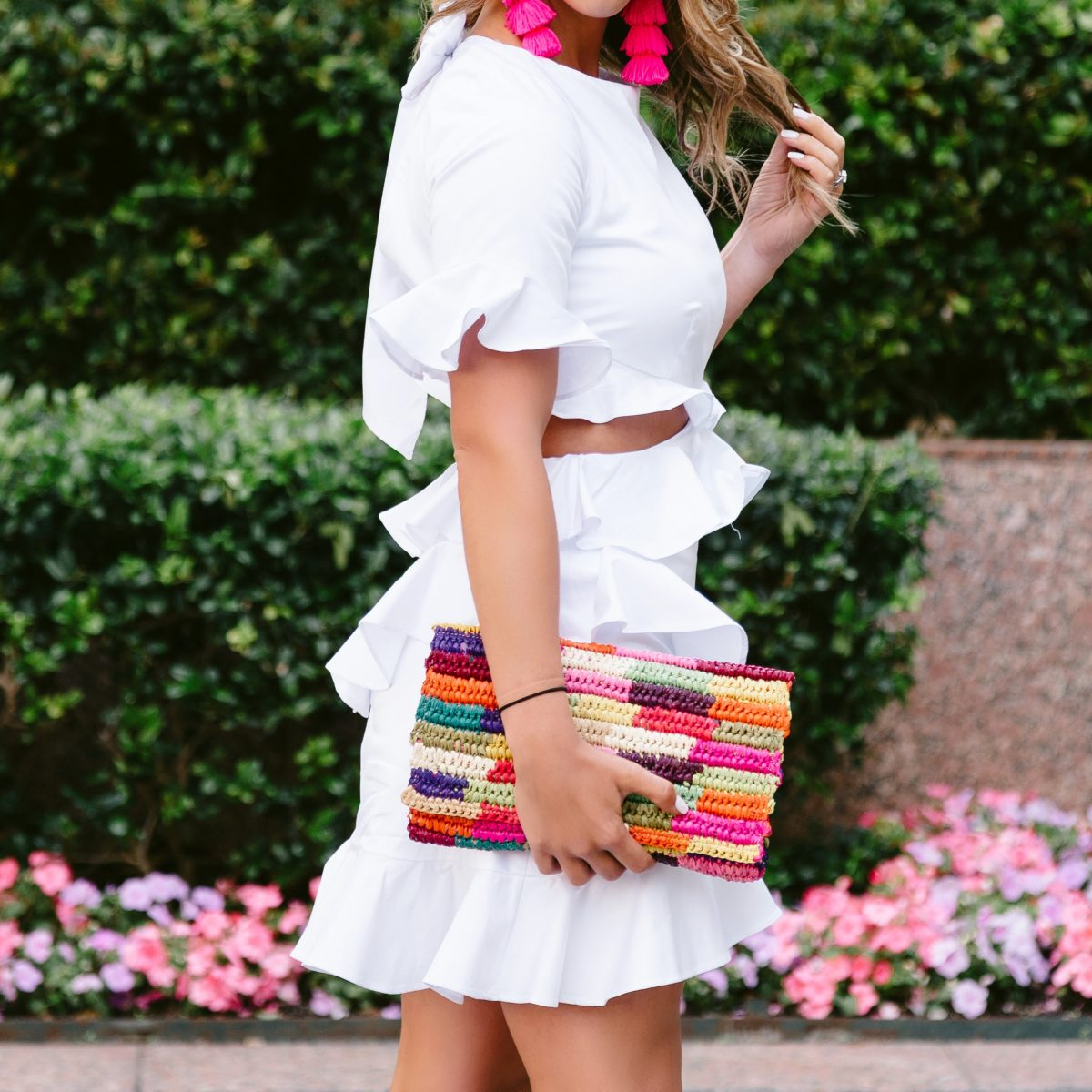 rsthecon rewardstyle blogger conference what i learned at rsthecon white ruffle dress white dress ruffled dress pink tassel earrings colorful clutch fashion blogger fashion blogger conference frilly ruffled dress white ruffles