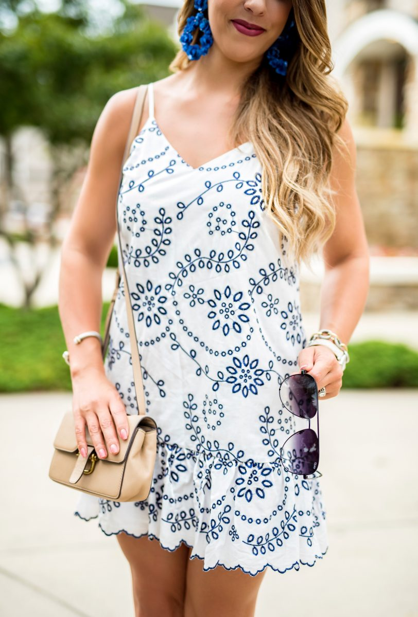 the skinny on blogging my favorite iphone blogging apps how to blog blogging tips how to blog the best iphone apps for bloggers white embroidered dress blue and white dress summer fashion summer outfit ideas blogging tips quay sunglasses
