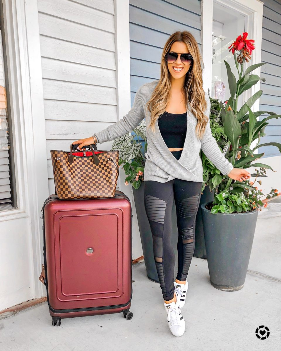 New York fashion week 2018 travel outfit delsey luggage casual outfit #nyfw #nyfw2018 nyfw 2018 what to wear at New York fashion week fashion week style fashion blogger New York fashion week outfits